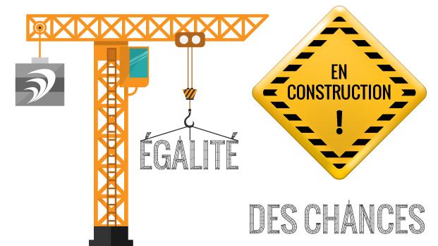 Grue en plein travail de construction et mention En construction