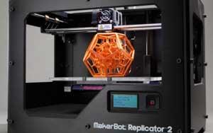 Imprimante 3D avec objet en train d'être imprimé